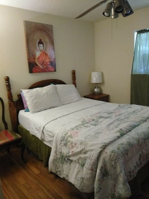 $34 TONIGHT! Late is Great! Nice and Cozy No Fees!