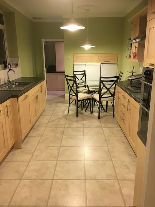 Fully equipped kitchen, perfect for cooking and dining
