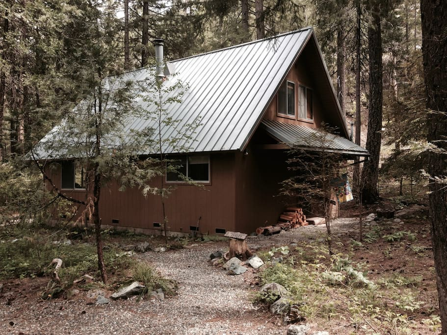 Lone Wolf Acres on Coffee Creek Chalet