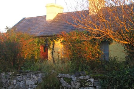 Quiet little cottage on the Burren. - Clare