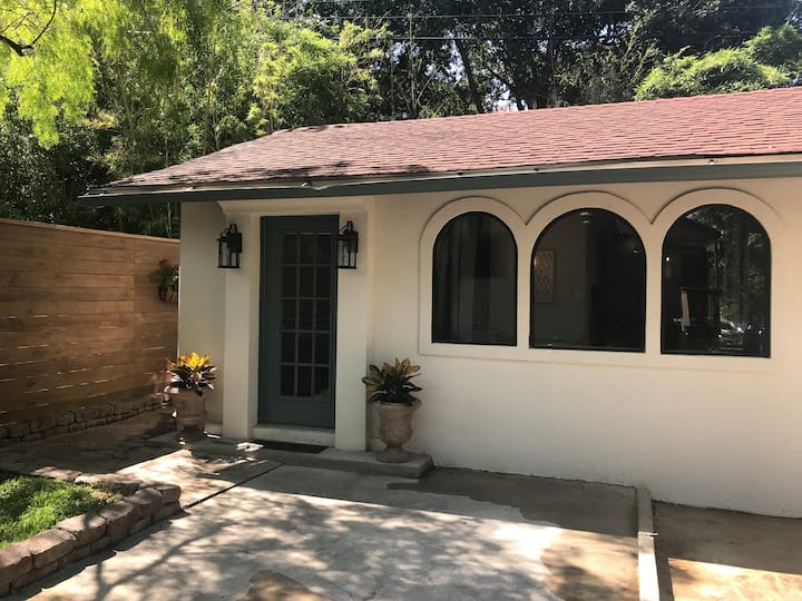 Quaint Casita w Lux Amenities near Downtown/Pearl