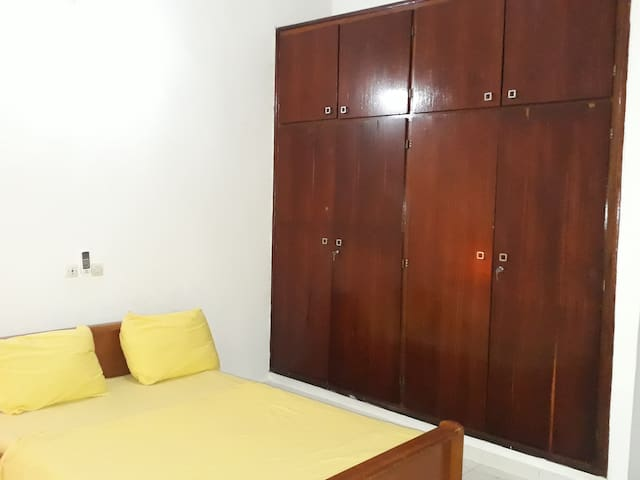 Chambre dans appartement fermé etsécurisé à Cocody - Abidjan - Apartamento