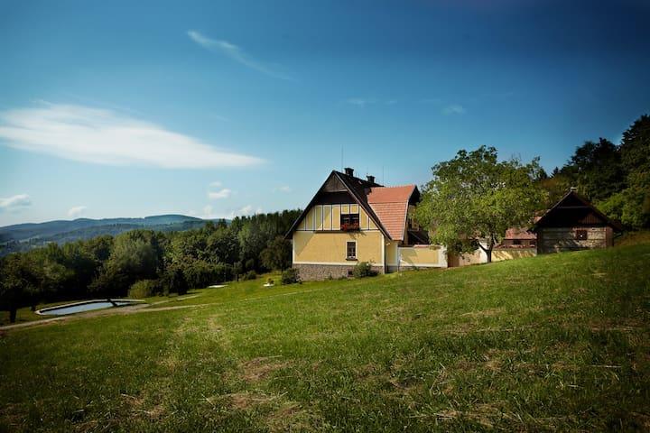 Nově zrekonstruovaná schwarzenberská myslivna - Brloh