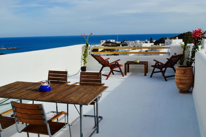 Sea view beach house-Sunny rooftop terrace-WiFi-AC