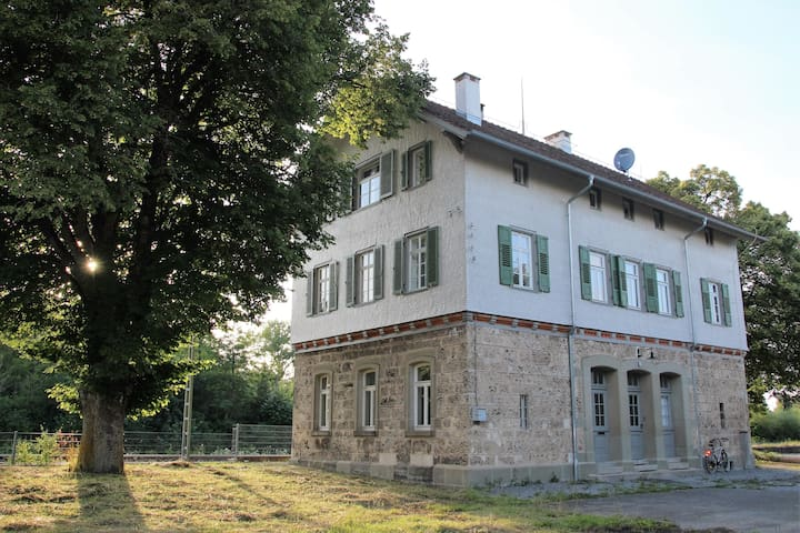 Historic railway station building - Deißlingen - Apartamento