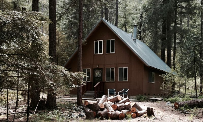 Coffee Creek Chalet at Lone Wolf Acres