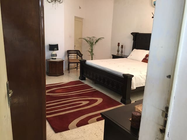 Air conditioned room in a Bunglow - Ahmedabad - Dům