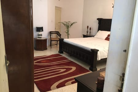 Air conditioned room in a Bunglow - Ahmedabad - Haus