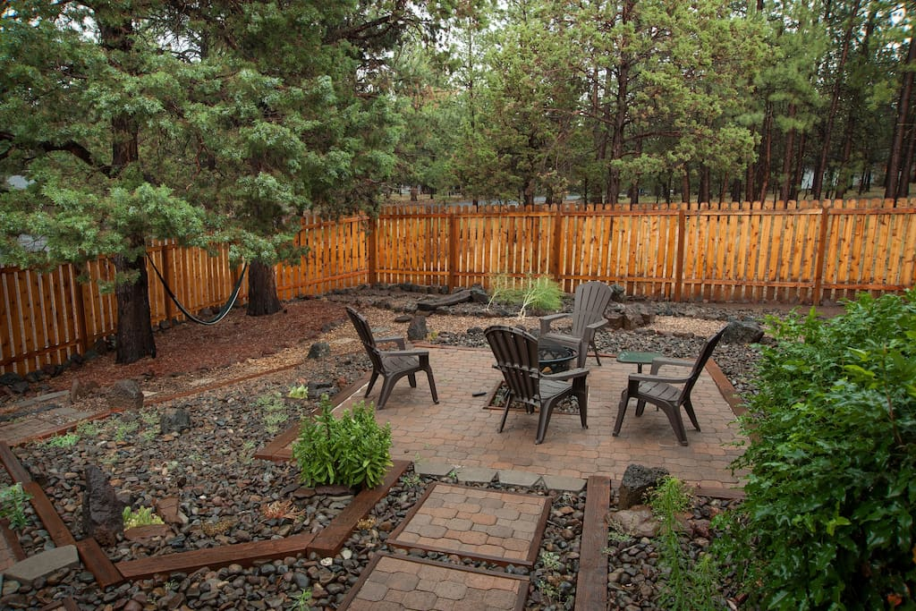 Outdoor fire pit in enclosed yard