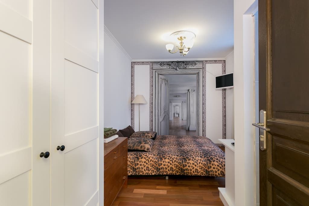 The whole apartement, as well as the room, was totaly renovated in January 2016