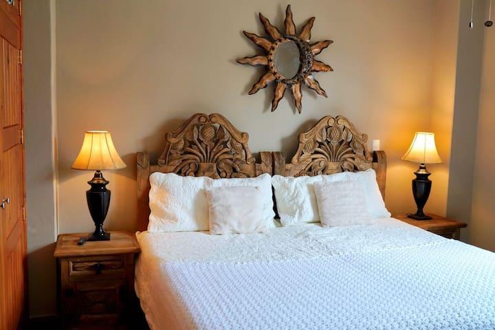 Room 1 at Tadeo Inn Bed & Breakfast