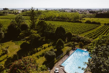 Sunny villa in organic vineyard**** - Cars