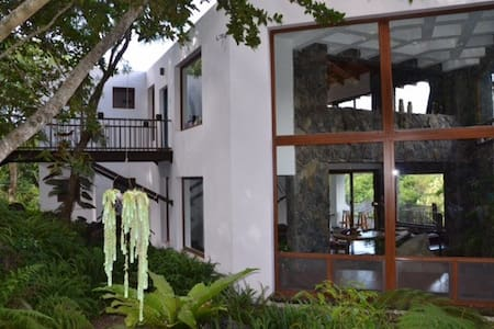 Beautiful 4BR Lakefront Paradise - San Lucas Tolimán - Hus