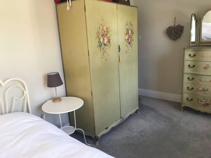 Bright, comfortable bedroom in Cheltenham