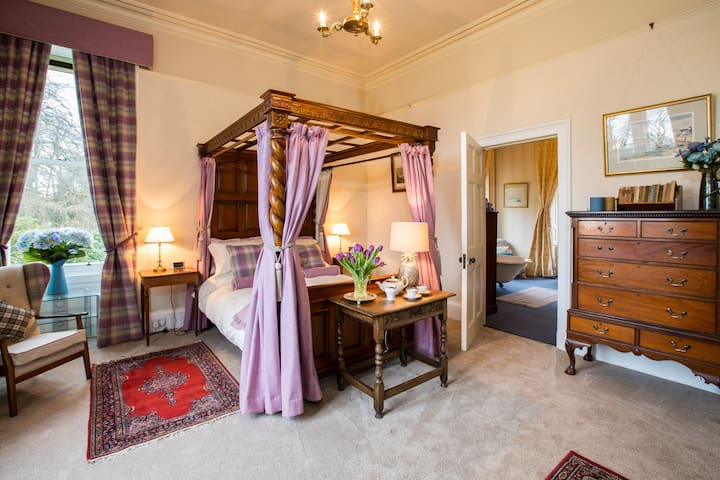 The West Wing, Kinloss Mansion, nr St Andrews 5*