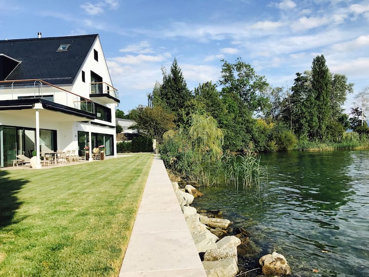 New! EXCLUSIV VILLA direct at the LAKE of Zürich