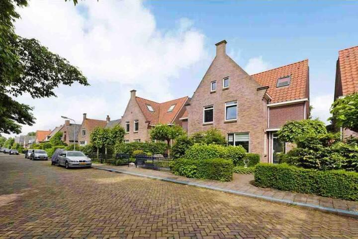 Large Family-house   Amsterdam, Broek in Waterland