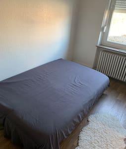 Chambre privée dans maison individuelle