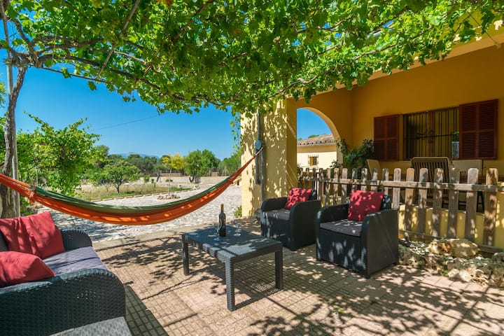 SA RACONADA - Beautiful country house in a bucolic setting where you can enjoy the peace of the Mallorcan countryside. Ideal for couples. Free WiFi