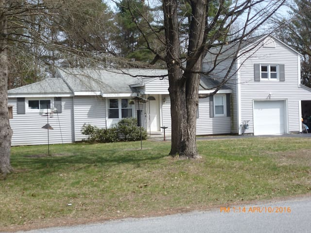 Very Clean and Neat small 3 room apartment. - Saratoga Springs