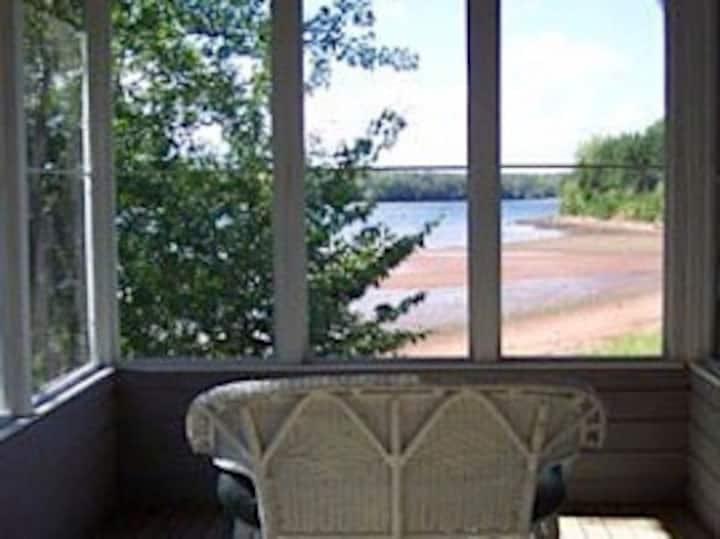 Deroma Waterfront Cottages - Cottage # 8