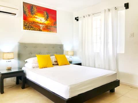 ★Ocho Rios Jamaica Vacation/Pool/WiFi/Location!★