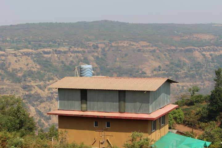 A beautiful villa overlooking strawberry fields - Mahabaleshwar - Appartement