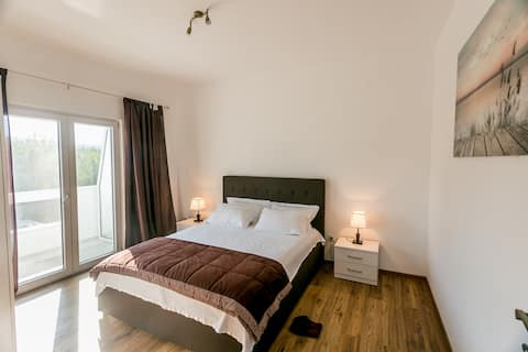 Modern One Bedroom Apartment-Tramonto Apartments