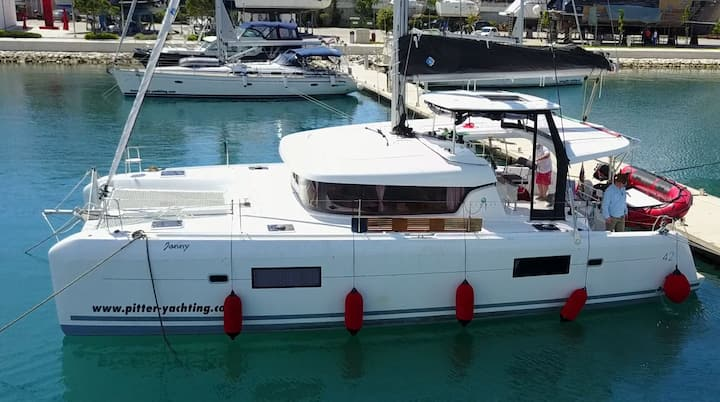 Catamaran Lagoon 42 - Sailing up to 12 persons