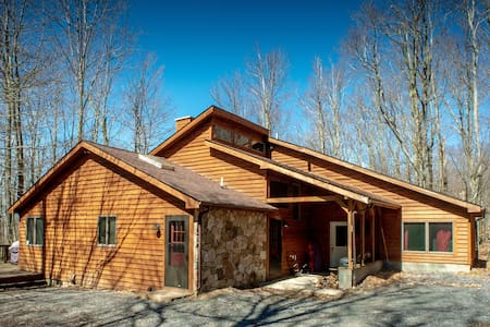 Dancing Bear - Private Wooded Lot, Pet Friendly, Lake Access