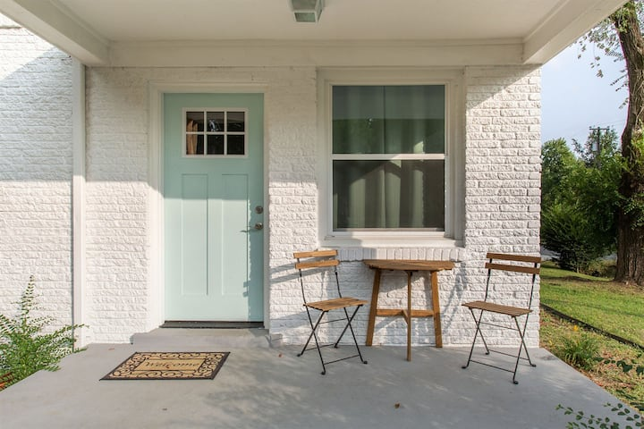 Hip Patio Home in East Nashville! Cute & Clean!