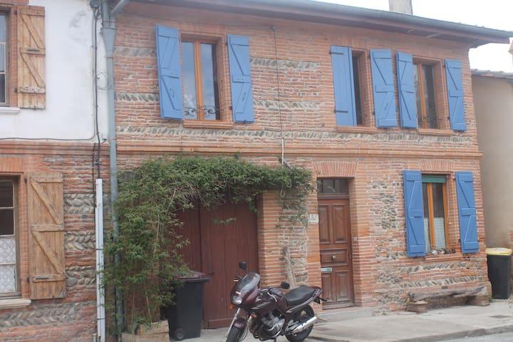maison rénovée,village de caractère - Poucharramet