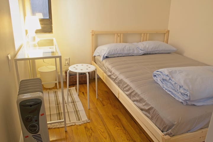 Clean and private room in Murray Hill