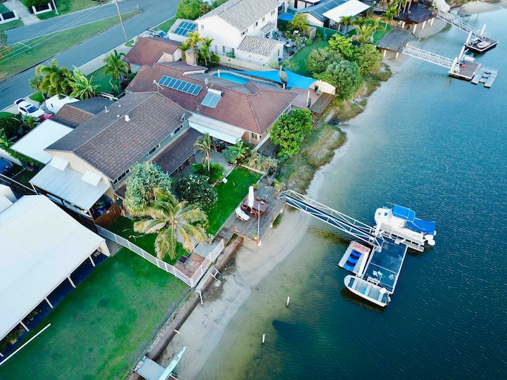 Waterfront home in Mooloolaba walk to Beach!