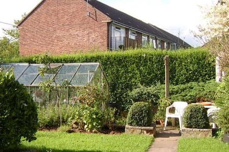 Private Single Bed Room in Countryside - Barlaston - Bed & Breakfast