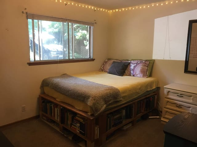 Queen bed, private bathroom, great location
