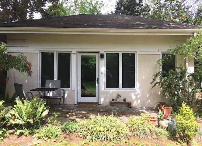 Private Cottage in Laurelhurst Neighborhood