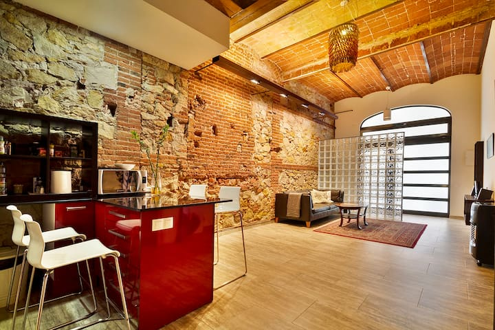 CITY CENTRE APOLO LOFT  4 BEDROOMS, near Ramblas