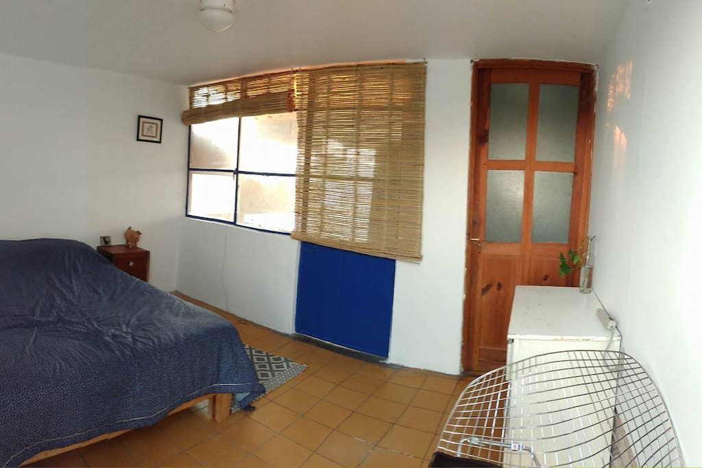 Room Panoramic. Panorámica del cuarto.