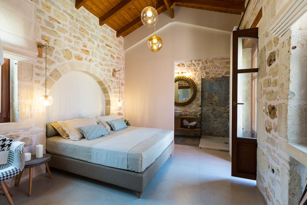 Master bedroom with double bed, en suite bathroom and access to the small terrace in the fromt side of our villa.