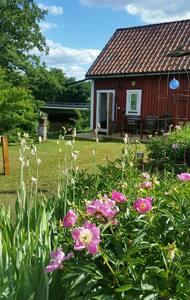 Nybyggd gäststuga  vid Edsån