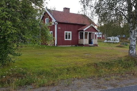 House with great wildlife experience closeby - Aspeå - Sommerhus/hytte
