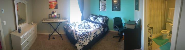 Cozy bedroom w/private bathroom, great location!