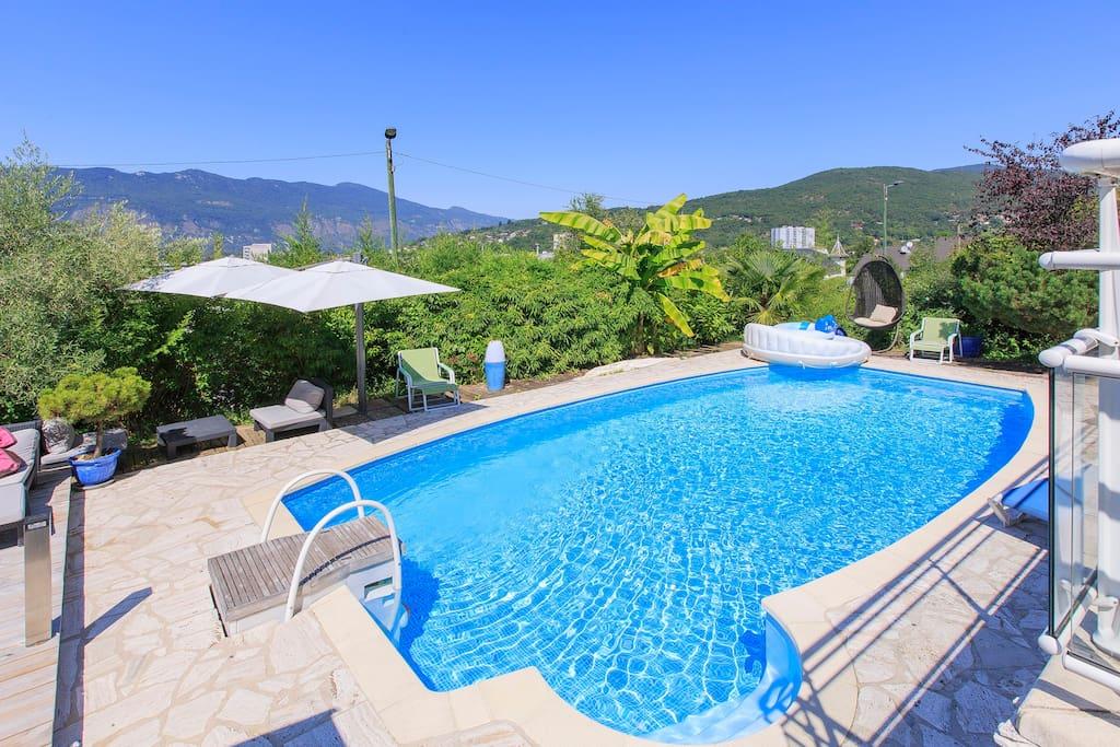 Belle villa spacieuse avec piscine jacuzzi sauna for Piscine aix les bains
