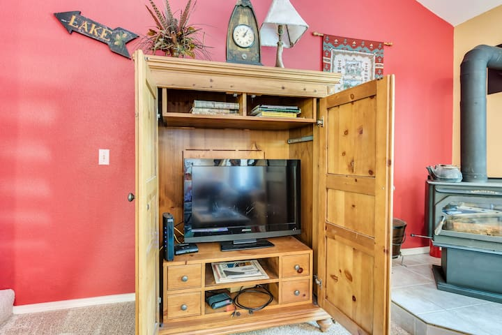 Comfortable condo w/ wood stove, a perfect location & shared pools/hot tub/gym!