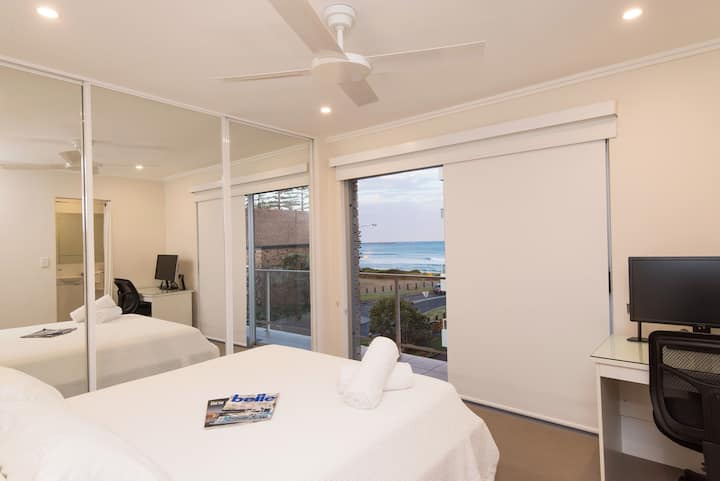 STYLISH 3BR BEACHVIEW APARTMENT- Specials on now