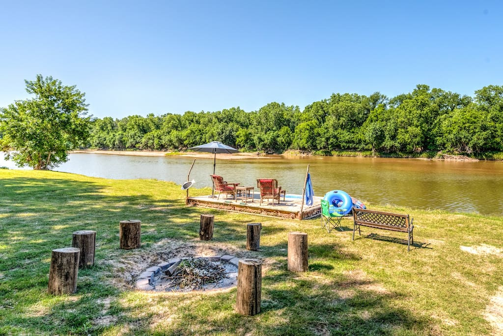Paradise on the brazos river houses for rent in for Brazos river cabins