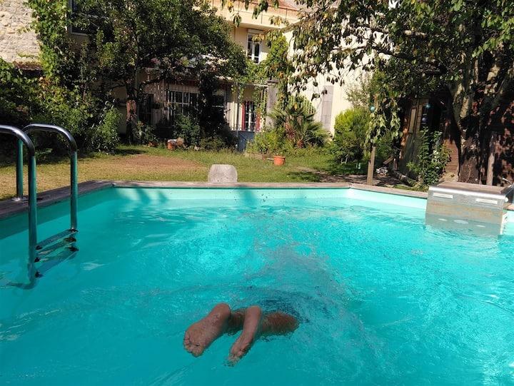 Grande chambre avec accès piscine et jardin