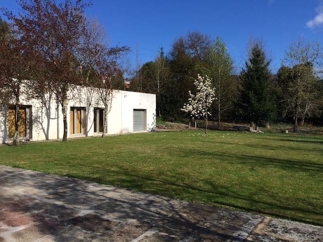 Moradia Moderna em ambiente Rural - Abragão - Casa