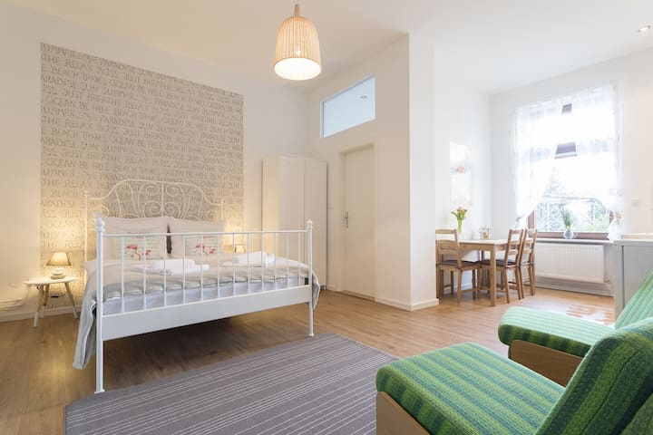 Stylish & Cozy Apartment in Berlin, Wi-Fi, Garden